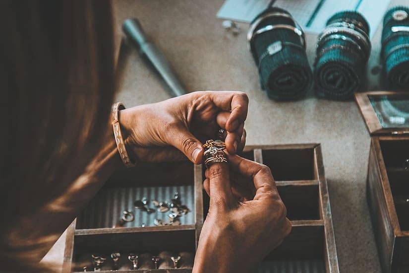 Cum verifici o bijuterie?