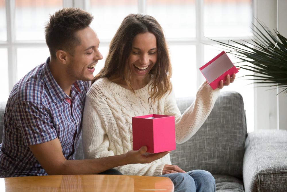 Idei de cadouri pentru femeile importante din viața ta: cum alegi bijuteria perfectă