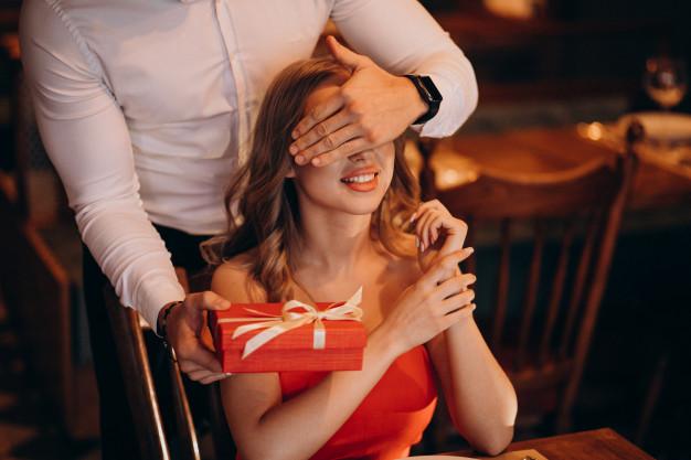 Idei de cadouri pentru EL și EA de Ziua Îndrăgostiților