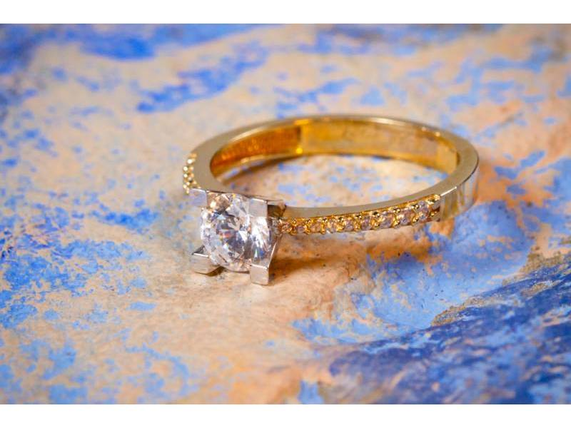 Inel aur bijuterie cu zirconia model deosebit pentru logodna