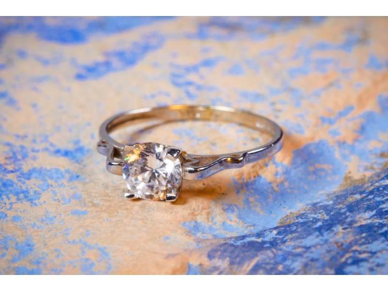 Inel bijuterie aur solitaire de logodna