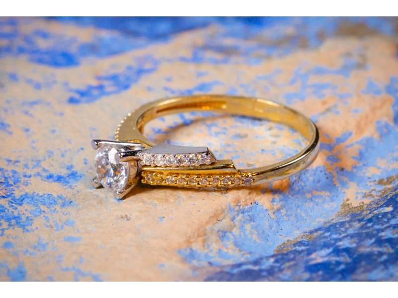 Inel de logodna cu zirconia