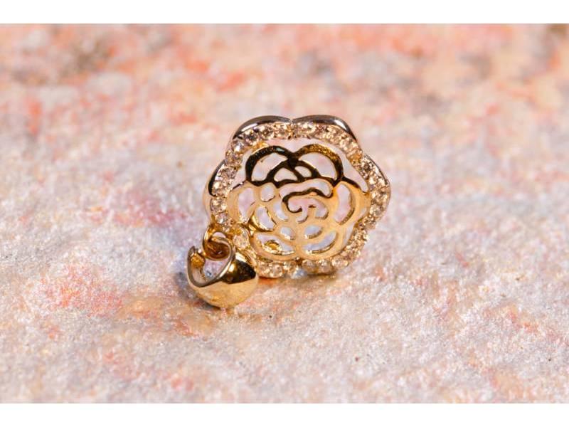 Bijuterii aur - Medalion dama aur 14K alb si galben floricica