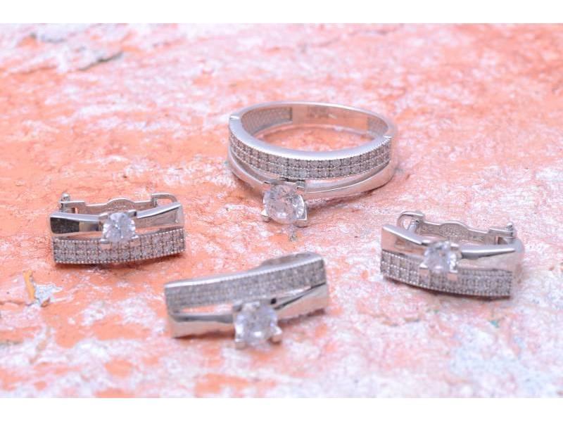 Set aur bijuterii deosebite inel,cercei si pandant