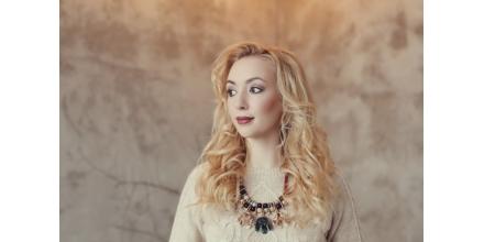 Ținuta de iarnă: cum porți bijuteriile cu tricotaje