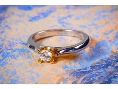 Bijuterii aur inel de logodna