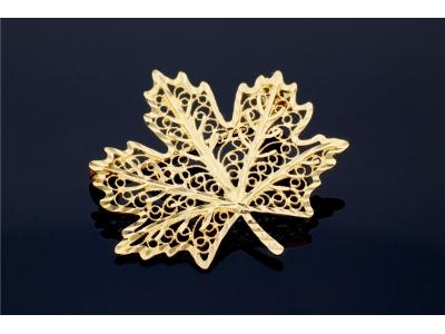 Brosa aur 14K model frunza de artar filigranata